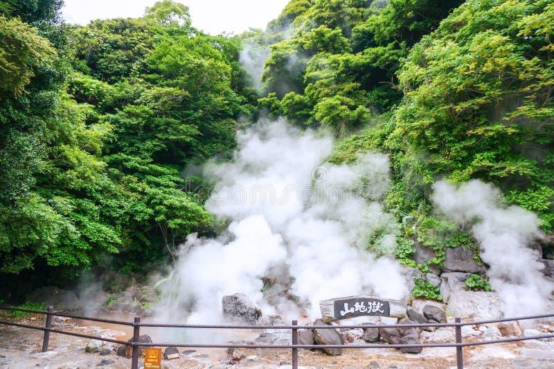 Yama Jigoku berghelvete i Beppu, Japan royaltyfri fotografi