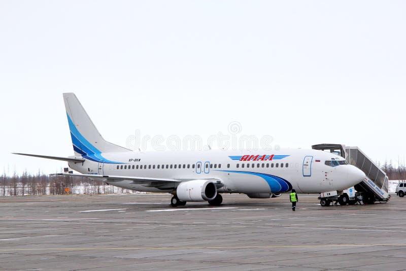 Yamal flygbolag Boeing 737 royaltyfri bild