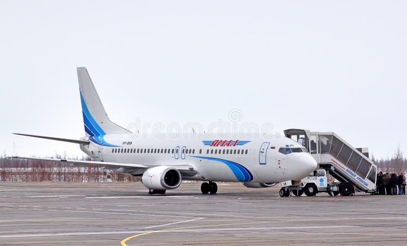 Yamal flygbolag Boeing 737 royaltyfri fotografi