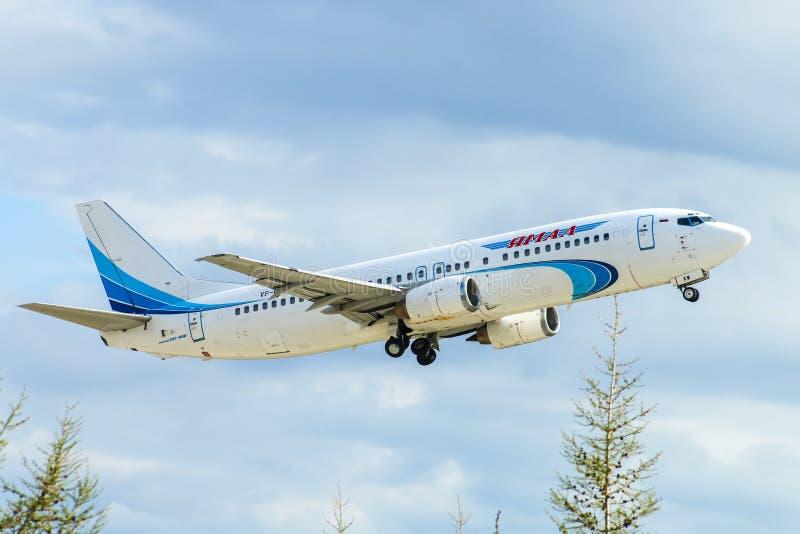 Yamal flygbolag Boeing 737 arkivfoto