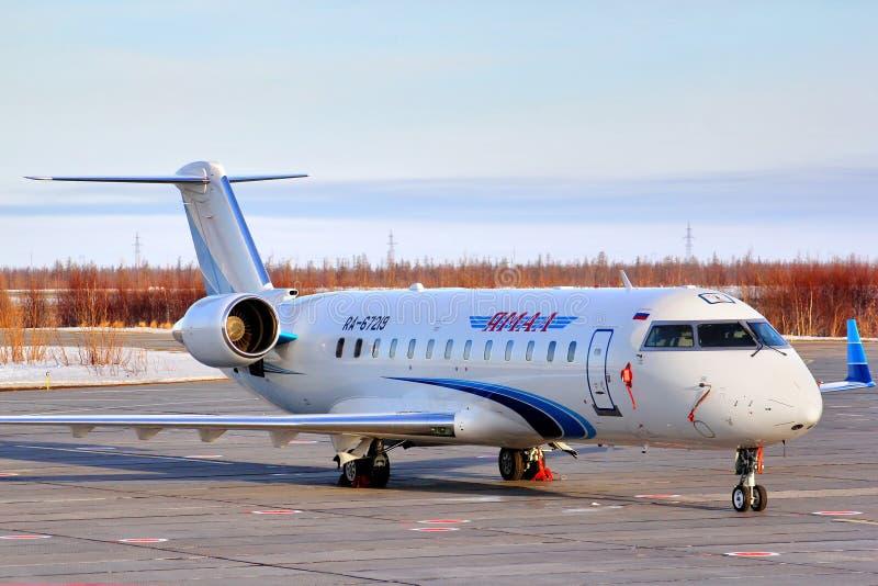 Yamal flygbolagCanadair utmanare 850 royaltyfria bilder