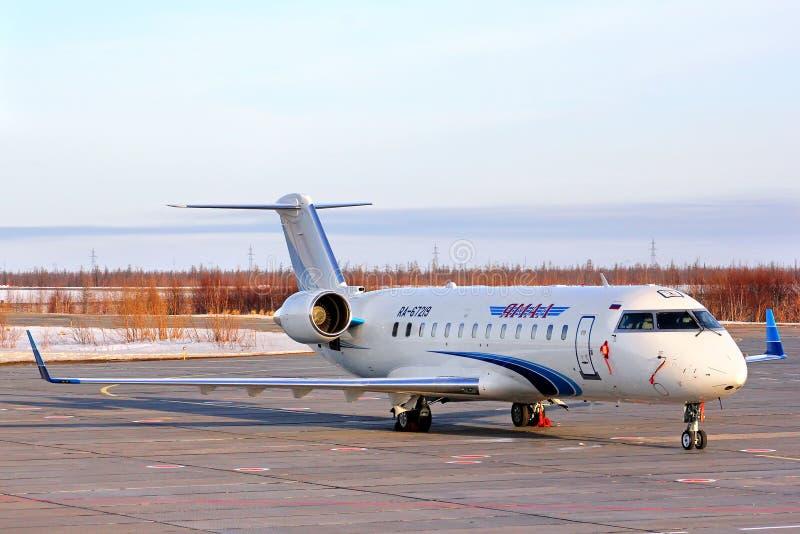 Yamal flygbolagCanadair utmanare 850 royaltyfri bild