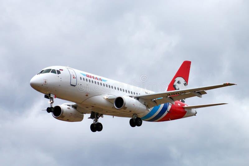 Yamal flygbolagSukhoi Superjet 100-95LR royaltyfri bild