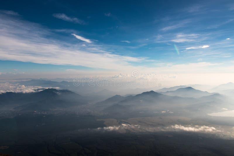 Yamanakako ` s góry widzieć z wierzchu Mt Fuji w Japan zdjęcia stock