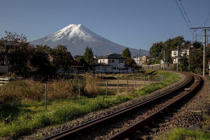 Yamanashi, Eisenbahn Japans am 18. November 2018 - Fujikyu zu Kawaguchiko Sta stockfotos