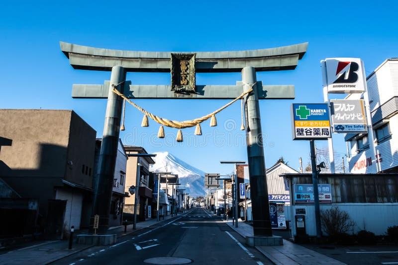 Yamanashi, Japón - 24 de marzo de 2019: Vista de Kawaguchi con el monte Fuji por la mañana Mt próximo Estación de Fuji en Yamanas fotos de archivo