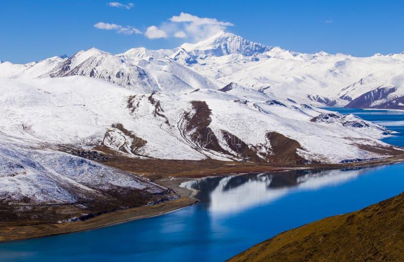 Yamdrok湖在西藏 库存照片