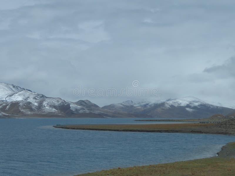 Yamdrok Lake圣洁湖在西藏 库存照片