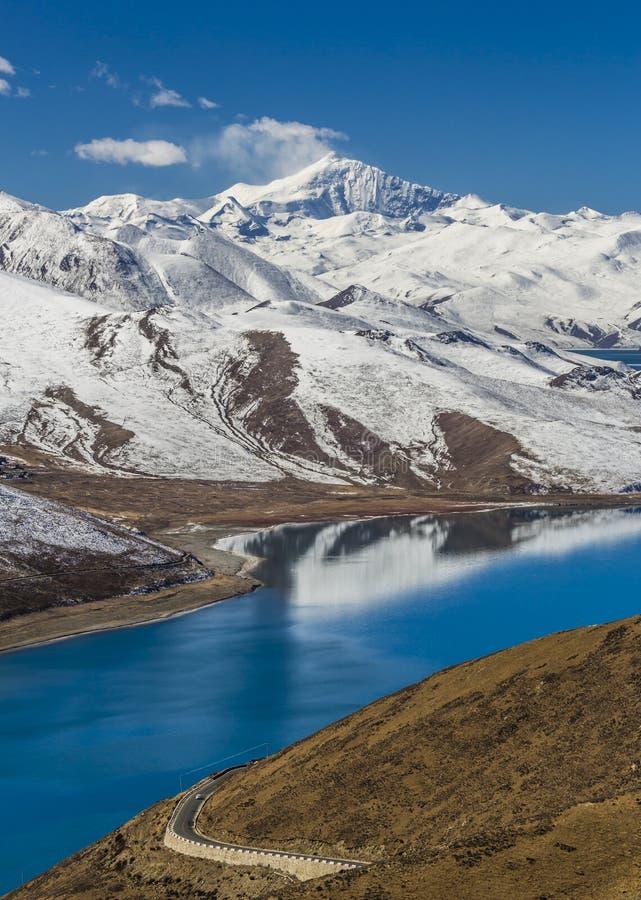 Yamdrok Lake i Tibet royaltyfri fotografi