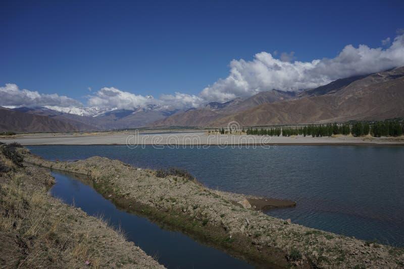 YamdrokTso sjö i Tibet fotografering för bildbyråer