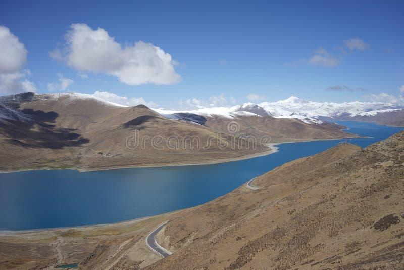 YamdrokTso sjö i Tibet arkivfoto