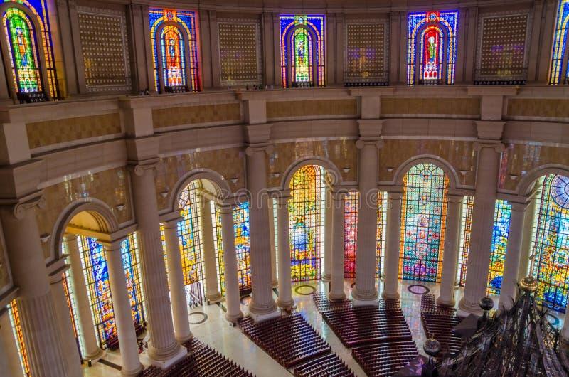 Yamoussoukro, Côte d'Ivoire - 1er février 2014 : Basilique célèbre de point de repère de notre Madame de paix, cathédrale chrétie photos libres de droits