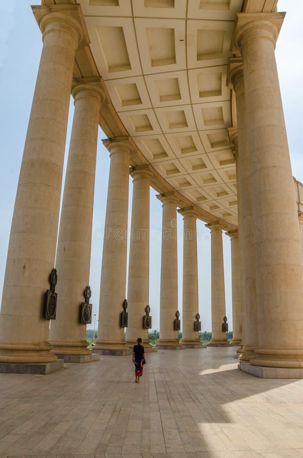 Yamoussoukro, Côte d'Ivoire - 1er février 2014 : Basilique célèbre de point de repère de notre Madame de paix, cathédrale chrétie photo stock