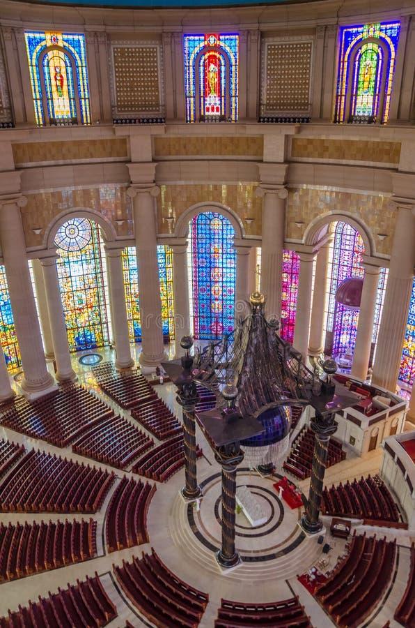 Yamoussoukro, Costa d'Avorio - 1° febbraio 2014: Basilica famosa del punto di riferimento della nostra signora di pace, cattedral fotografia stock
