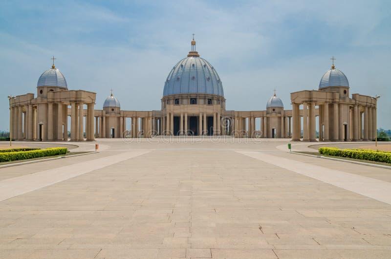 Yamoussoukro, Costa d'Avorio - 1° febbraio 2014: Basilica famosa del punto di riferimento della nostra signora di pace, cattedral immagine stock