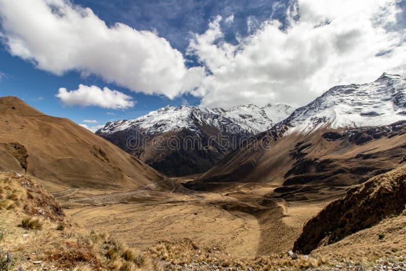 Yanama leiten die Choquequirao-Wanderung an Machu Picchu, Peru, Südamerika weiter lizenzfreie stockfotografie