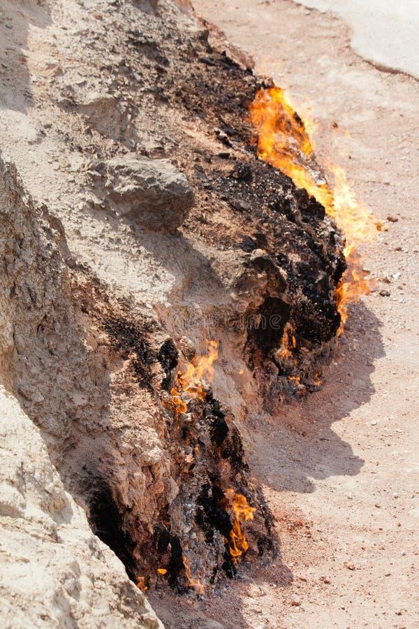 Yanar Dag - brennender Berg azerbaijan vertikal lizenzfreies stockbild
