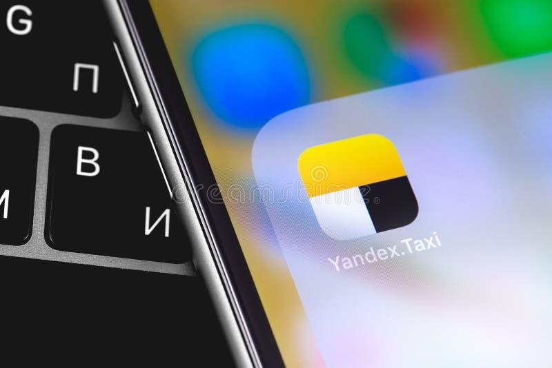 Yandex出租汽车在屏幕上的象应用程序 免版税库存照片