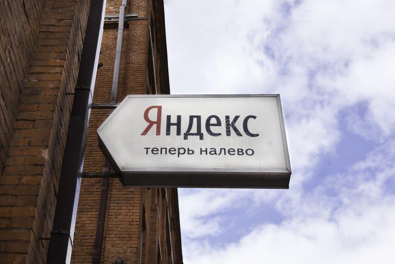 Yandex imię na Yandex budynku biurowym zdjęcie stock