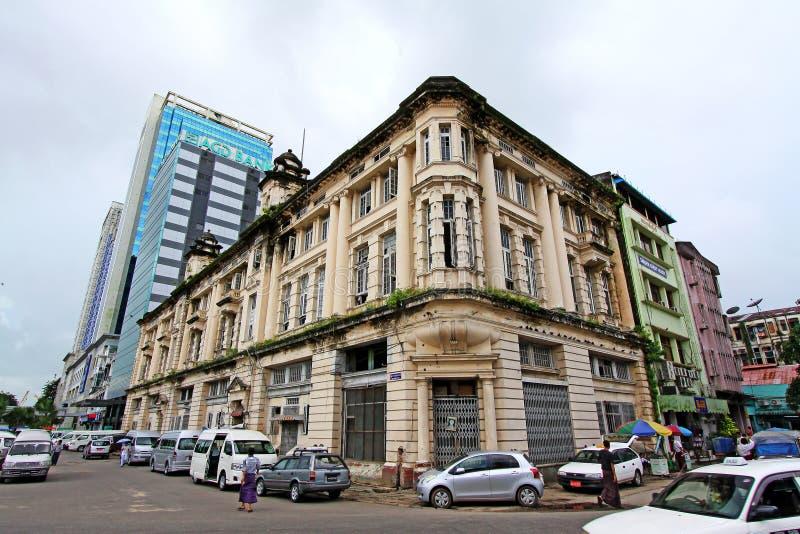 Yangon kolonial byggnad, Myanmar royaltyfri foto