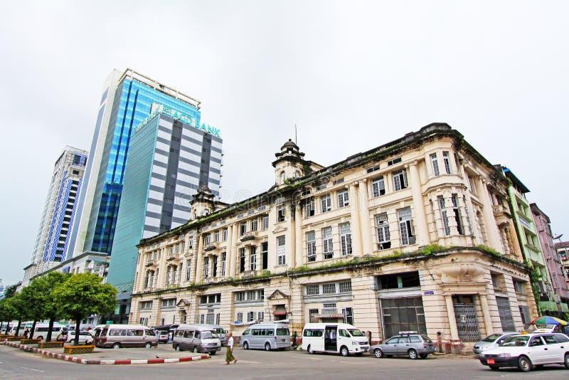 Yangon kolonial byggnad, Myanmar arkivfoto