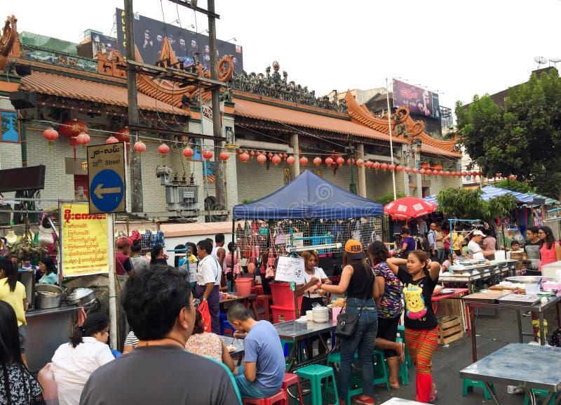 Yangon, Myanmar - 24 de abril de 2016: Cidade de China em Yangoon imagem de stock royalty free