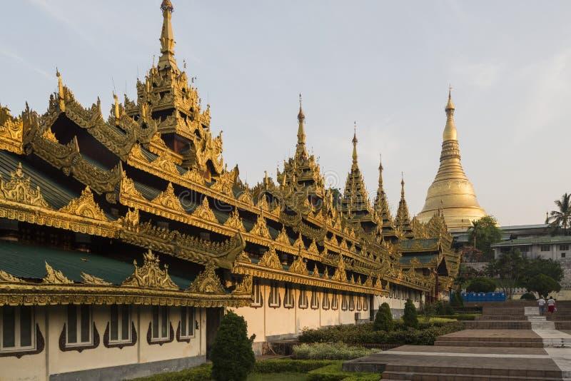 Yangon, Myanmar - 8 de maio de 2017: Pagode de Shwedagon, Yangon, Myanmar fotografia de stock