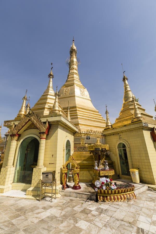 YANGON MYANMAR, December 25 2017: Guld- Sule Pagoda i Yangon arkivfoto