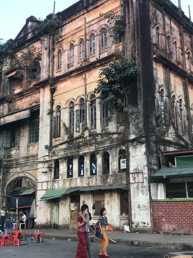Yangoon gataplats arkivbilder