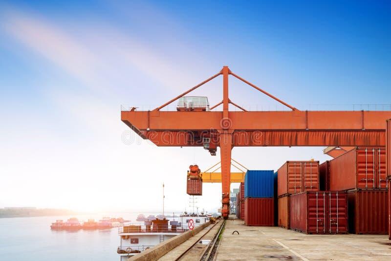 Κίνα και το φορτηγό πλοίο ποταμών Yangtze στοκ φωτογραφίες με δικαίωμα ελεύθερης χρήσης