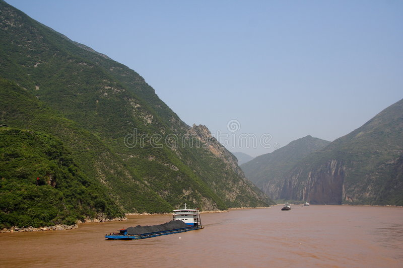 Yangtze-FlussKohletransport lizenzfreies stockbild