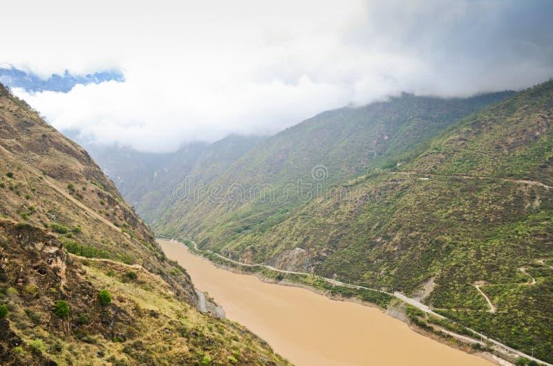 Yangtze River i Yunnan Kina royaltyfri bild