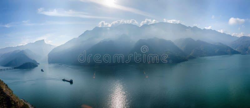 Yangtze River Three Gorges Qutangxia Fengjie flodvatten royaltyfria bilder