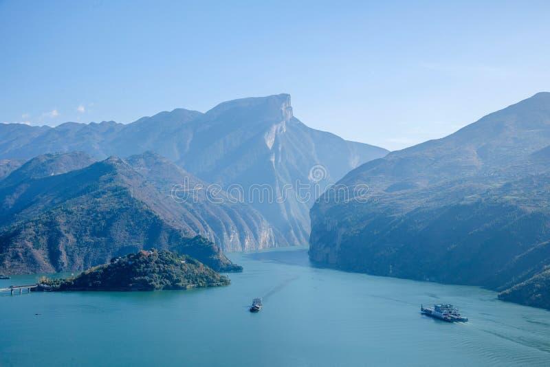 Yangtze River Three Gorges Qutangxia Fengjie flodvatten arkivbilder