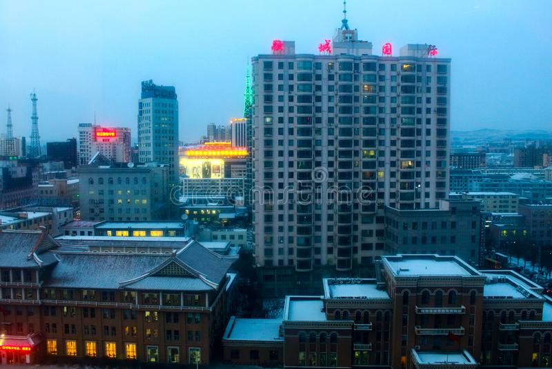 Yanji, China - 31. Dezember 2017: Ansicht der Hauptstraße der Stadt lizenzfreies stockbild