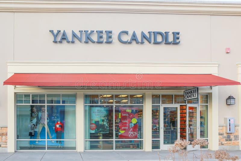 Yankeestearinljuslager i en återförsäljnings- galleria - bild arkivfoto