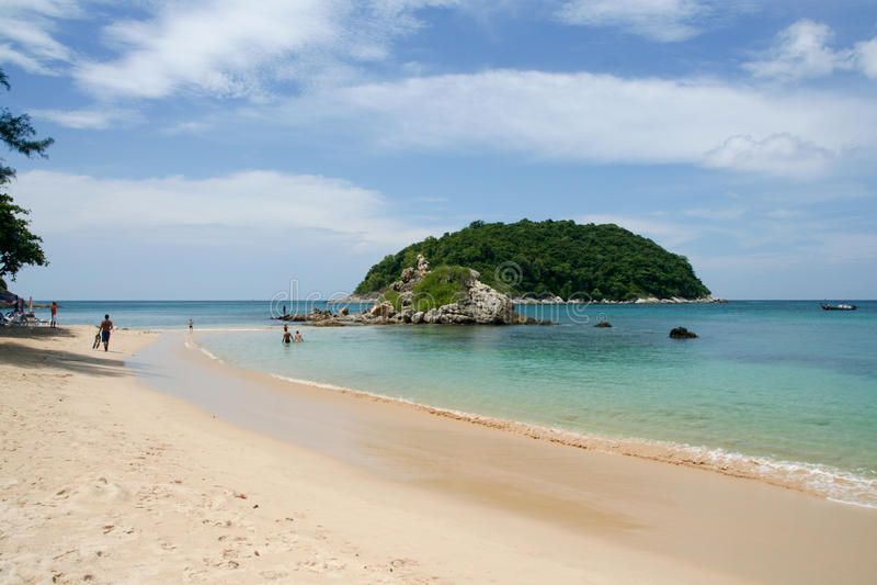Download Yanui Plaża W Phuket, Thailand Obraz Stock - Obraz złożonej z piasek, błękitny: 57666233