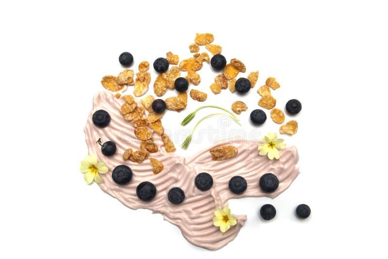 Yaourt et cornflakes délicieux de baie image libre de droits