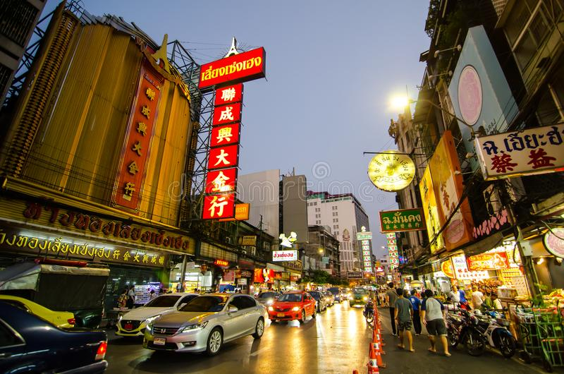 Yaowarat路夜摄影是唐人街主要动脉,是一个最大的Chinatowns在世界上 免版税图库摄影