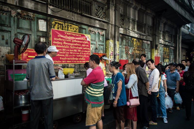 Yaowarat Chinatown Bangkok curry'ego Uliczna karmowa restauracja długie kolejki, Bangkok, Tajlandia obraz royalty free