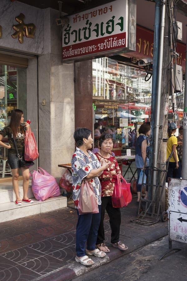 Yaowarat droga w Porcelanowym miasteczku w Bangkok, Tajlandia zdjęcia royalty free