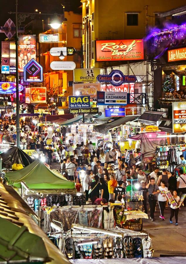 Yaowaratweg, de hoofdstraat van Chinatown in Bangkok Thailand stock afbeeldingen