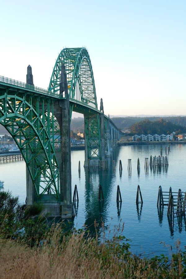 Yaquina-Bucht-Brücke in Newport ODER lizenzfreie stockfotografie