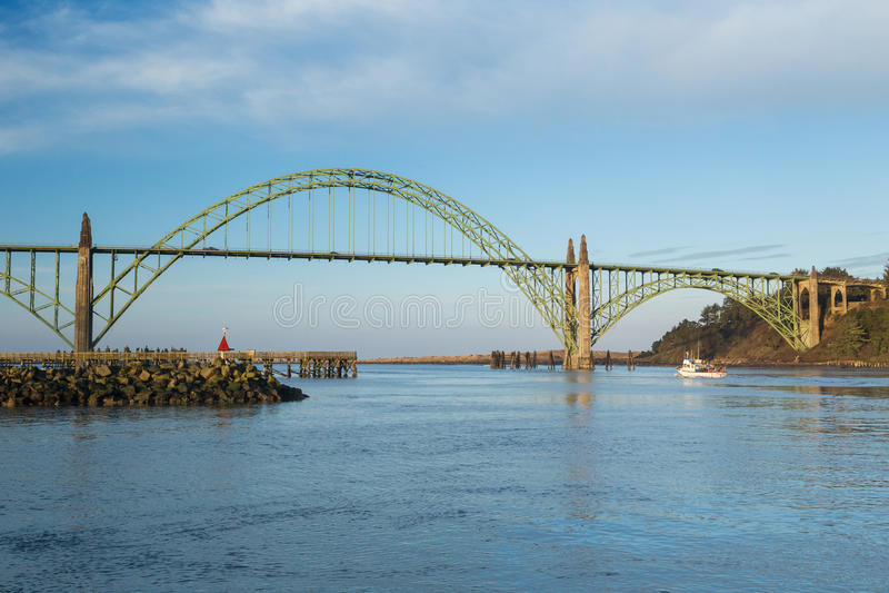 Yaquina Schacht-Brücke stockbilder