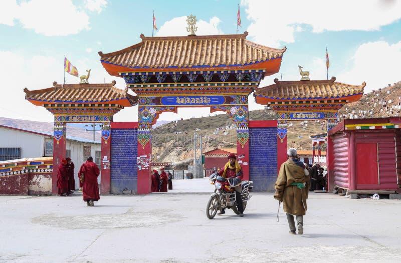 YARCHEN GAR, THE WORLD´S SECOND BIGGEST BUDDHIST SCHOOL IN SICHUAN, CHINA stock image