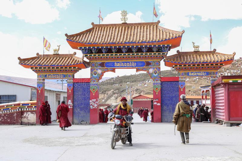 YARCHEN GAR, THE WORLD´S SECOND BIGGEST BUDDHIST SCHOOL IN SICHUAN, CHINA stock photography