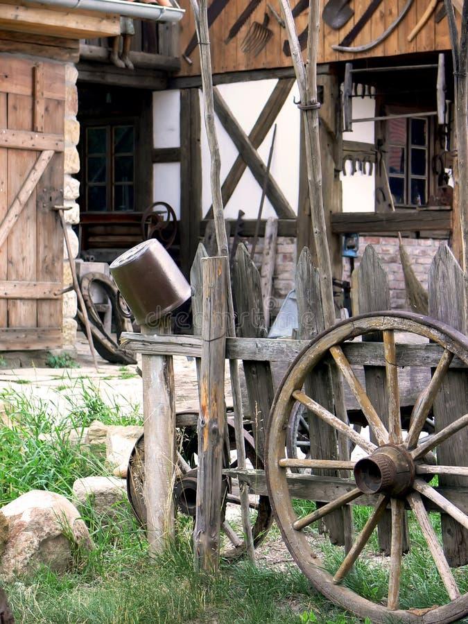 Yard antique de pays image stock