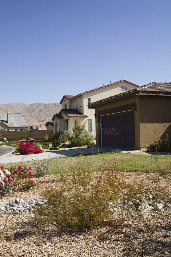 Yard dans le nouvel ensemble immobilier privé photo libre de droits