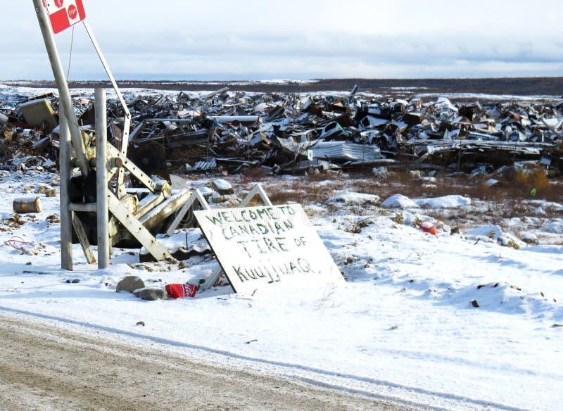 Yard de chute dans Kuujjuaq photos stock