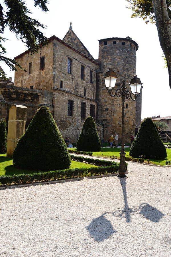 Yard de monastère à Narbonne photos libres de droits